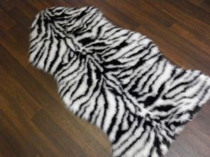 FAUX FUR TOP QUALITY RUG 90CMX100CM SHAPED BLACK/WHITE WASHABLES FAUX SWADE BACK